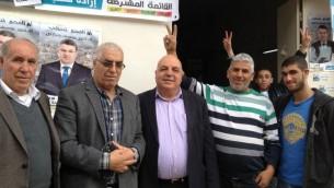 Afu Aghbariyah (Hadash) visite le siège de la liste arabe unie à Umm al-Fahm. (Crédit : Elhanan Miller/Times of Israel)