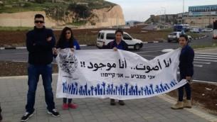 Des électeurs arabes israéliens à Nazareth - 17 mars 2015 (crédit : Elhanan Miller/Times of Israel)