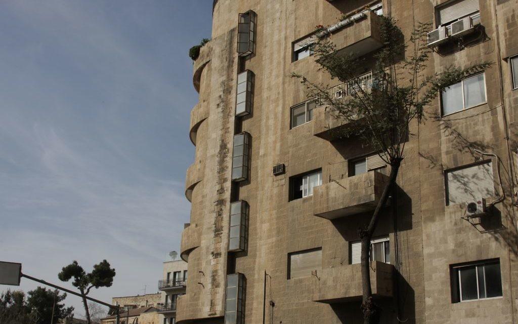Le complexe d'appartements de Beit HaMaalot (Crédit : Shmuel Bar-Am)