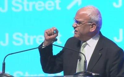 Le négociateur palestinien Saeb Erekat lors de la Conférence J street à Washington, le 23 mars 2015 (Crédit : Capture d'écran YouTube)
