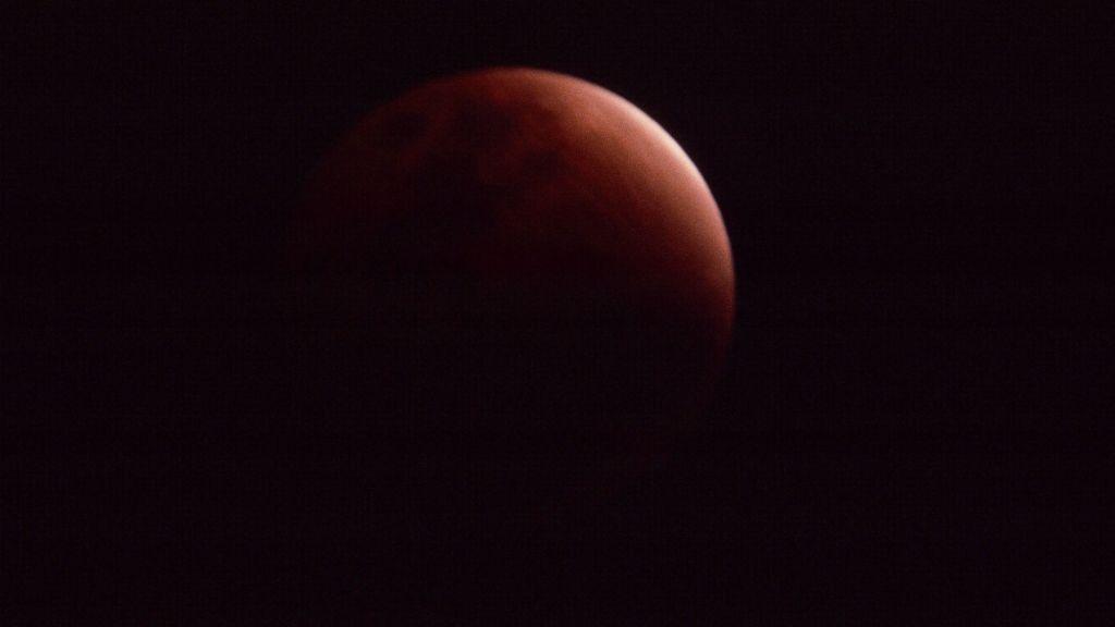 Une lune rouge lors d'une éclipse (Crédit : Autorisation de Bob O'Dell)