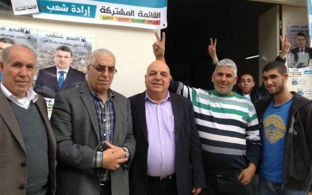 Volontaires de la Liste (arabe) unie  à Umm al-Fahm, le 17 mars 2015 (Crédit : Elhanan Miller/Times of Israel)