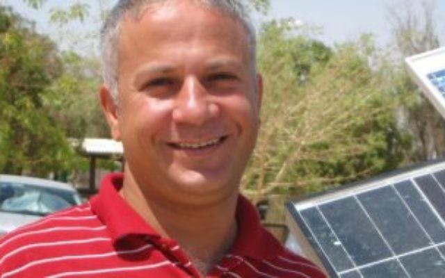 Tarek Abu-Hamed à l'Institut Aravah dans le sud d'Israël  (Crédit : Jewish Agency for Israel)