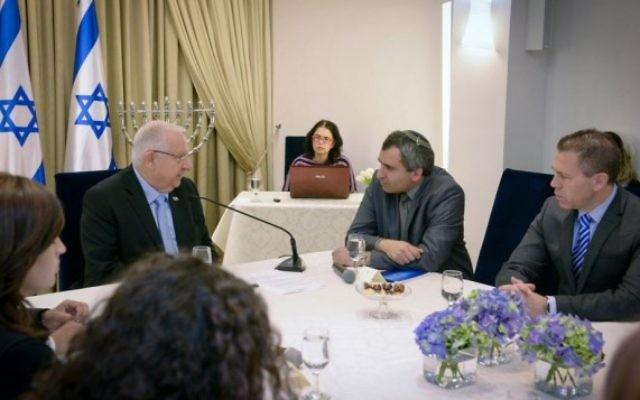 Les représentants du parti Likud rencontrent  Reuven Rivlin, au centre, à la résidence du Président le 22 mars 2015. (Crédit photo: Mark Neyman / GPO)