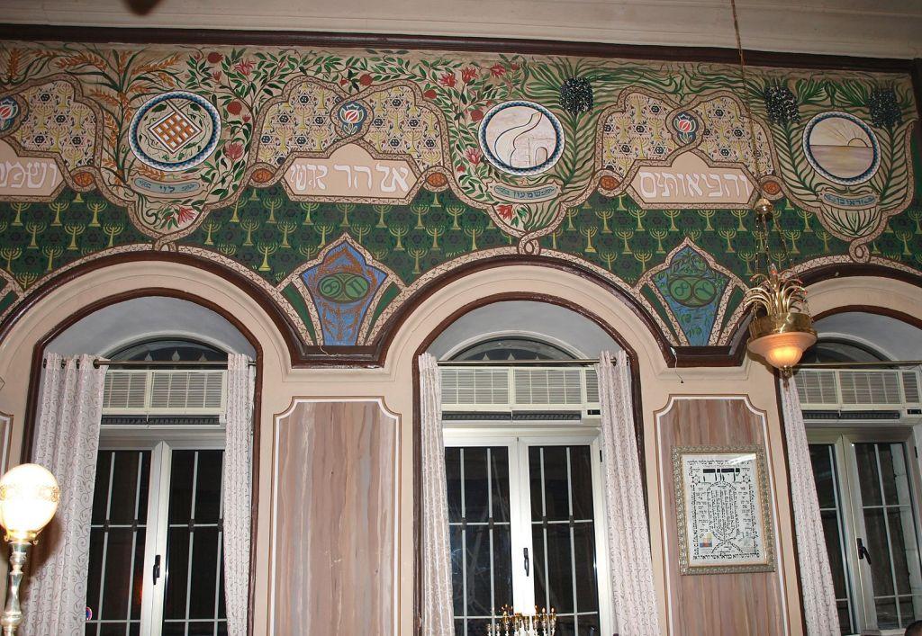 La synagogue Ades avant la restauration de l'AAI (Crédit : CC BY DMY, Wikimedia Commons)