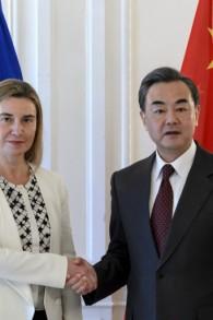 Federica Mogherini et Wang hi à Lausanne - 1er avril 2015 (Crédit : AFP)