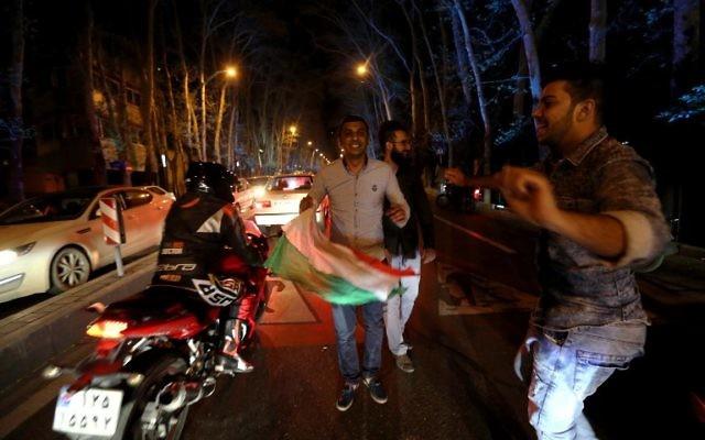Scènes de liesse à Téhéran après l'accord cadre sur le nucléaire iranien (Crédit : AFP)