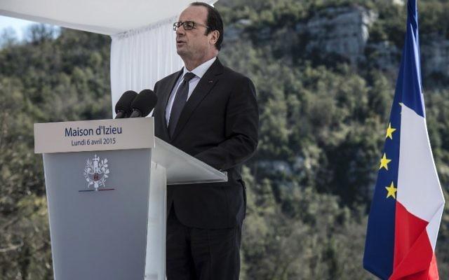 François hollande à Izieu - 6 avril 2015 (Crédit : AFP)-