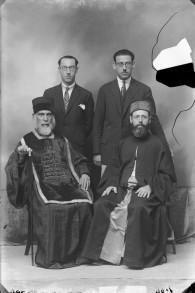 Le rabbin Moshe Shimon Pessach et sa famille avant la guerre (Crédit : municipalité de Volos)