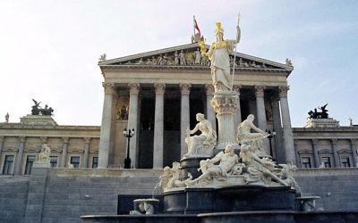 Façade du bâtiment du Parlement autrichien à Vienne (Crédit : Manfred Werner / Tsui -  CC BY SA 3.0)
