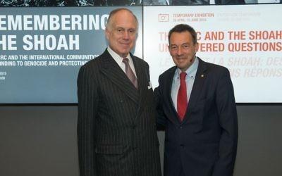 Le président du CMJ, Ronald S. Lauder, et le président du CICR, Peter Maurer, à Genève, lors de l'événement du 28 avril 2015 marquant le 70e anniversaire de la libération des camps nazis. (Crédit : Autorisation)