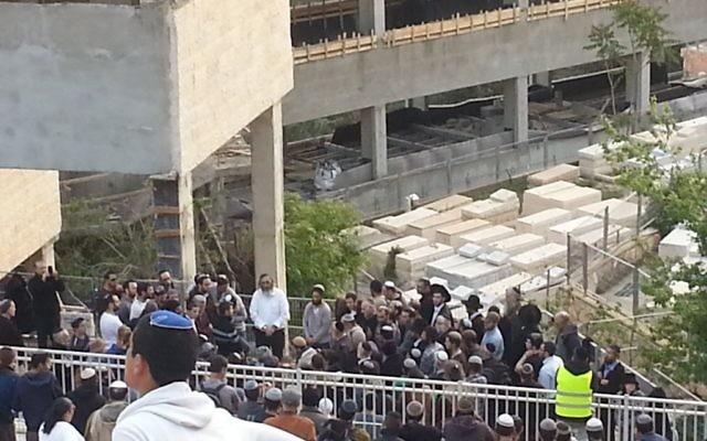 Enterrement de Shalom Sherki à Givat Shaul - 16 avril 2015 (Crédit : Judith Zaffran/Times of Israel)
