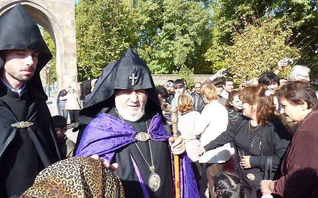 Le chef de l'Eglise arménienne, le catholicos Karékine II (Crédit : Moreau.henri/Wikimedia commons)