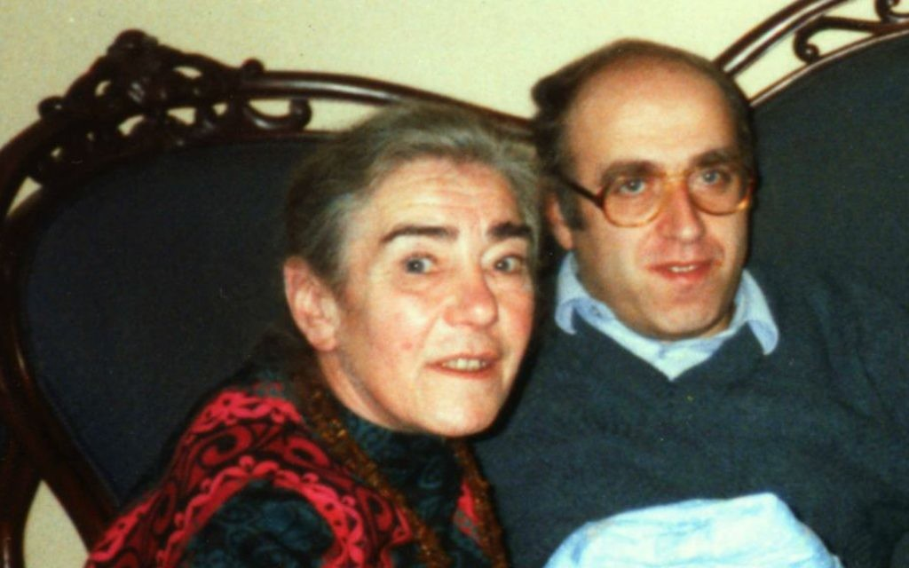 La mère Marie Jalowicz Simon et son fils Hermann Simon en février 1989 (Crédit : Autorisation)