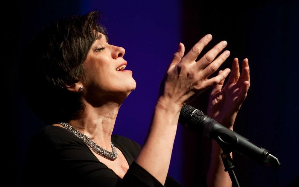 La chanteuse yiddish Bente Kahan. (Crédit : Autorisation)