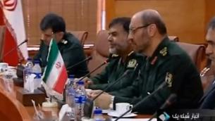 Hossein Dehghan, à droite, ministre iranien de la Défense. (Crédit : capture d'écran YouTube )
