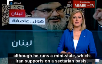 Capture d'écran de la présentatrice libanaise, Hanadi Zaidan, qui fustige Hassan Nasrallah et le Hezbollah (Crédit : YouTube/MEMRI)
