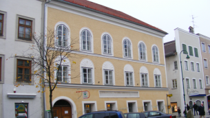 L'ancienne maison d'Hitler à Braunau-am-Inn (Crédit : CC BY-SA 3.0/Mattes)