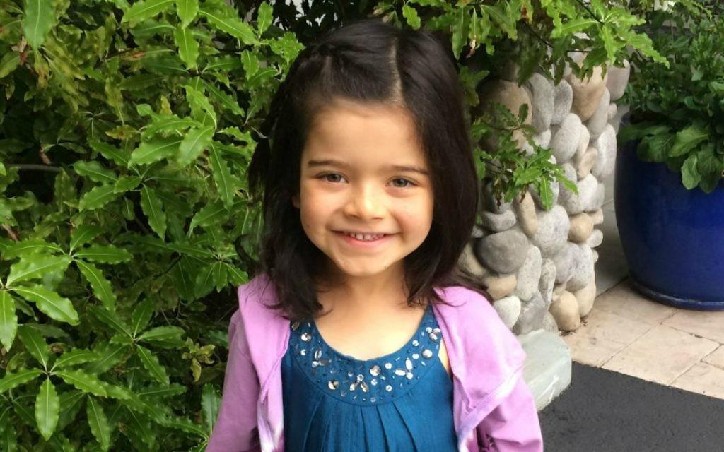 Eli, 7 ans, nés dans un corps de garçon vit comme une fille et fréquente une école juive en Californie. (Crédit : Autorisation)