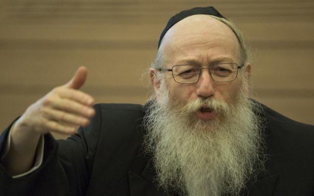 Yaakov Litzman, député du parti Yahadout HaTorah, à la Knesset, le 15 septembre 2014 (Crédit : Noam Revkin Fenton/Flash90)