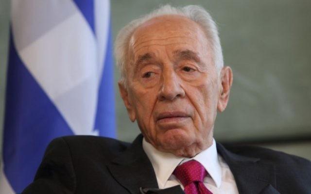 L'ancien président Shimon Peres, lors d'un entretien dans son bureau du Centre Peres pour la Paix, à Tel Aviv, le 29 septembre 2014 (Crédit : Yaakov Naumi / Flash90)