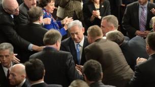Netanyahu accueilli par les membres du Congrès  avant son discours devant les deux chambres  à Washington, le 3 mars 2015 (Crédit photo: Amos Ben Gershom / GPO)
