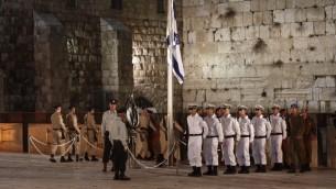 La cérémonie du Jour du Souvenir au Mur occidental, le 21 avril 2015 (Crédit : Yonatan Sindel / Flash90)
