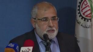 Le député du Hamas Jamal Nasser s'adressant aux commerçants de Gaza, le 19 avril 2015 (Crédit : capture d'écran YouTube)