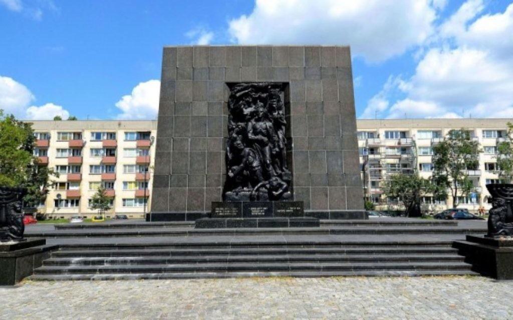 Monument aux Héros du ghetto de Varsovie, en Pologne (Crédit : CC BY-SA Adrian Grycuk, Wikimedia Commons)