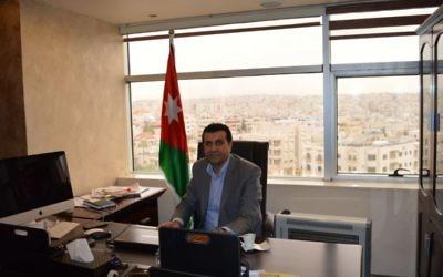 Le docteur Abdallah Swalha dans  son bureau du Centre d'études sur Israël, à Amman,  le 29 mars 2015 (Crédit photo: Avi Lewis / Times of Israel)