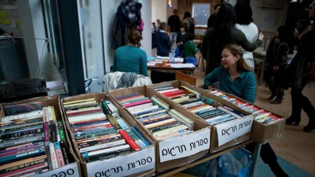 Une foire aux livres en hébreu pour Israéliens aux Pays-Bas (Courtesy of Tsavta/JTA)