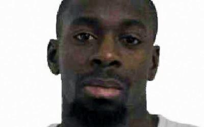 La police française a publié cette photo d'Amédy Coulibaly, soupçonné d'avoir tué une policière à Montrouge le 8 janvier 2015, et quatre personnes dans un supermarché casher à Paris le 9 janvier 2015. (Crédit photo: AFP / Police française)