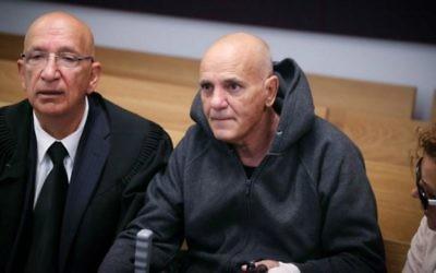 Daniel Biton, le père du chanteur israélien Eyal Golan, au tribunal de Tel-Aviv, le 19 avril, 2015. Il a été condamné pour infractions sexuelles. (Crédit photo: Flash90)