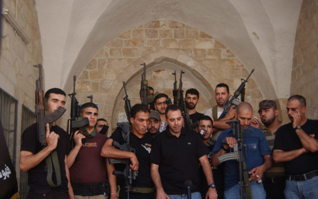 Les Brigades des Martyrs d'Al-Aqsa, la branche armée du Fatah, dans la vieille ville de Naplouse en Cisjordanie (Crédit photo: Wagdi Ashtiyeh /Flash90)