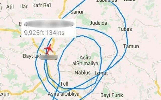 Suivi de vol d'un avion de la police, lors d'une opération de nuit dans laquelle les forces de sécurité israéliennes ont arrêté 29 membres du Hamas (Crédit : capture d'écran: plan finder.net)