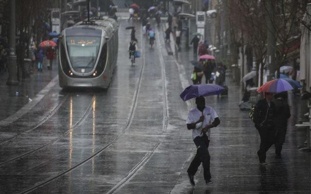 Photo illustrative de pluie à Jérusalem (Crédit : Hadas Parush/Flash90)