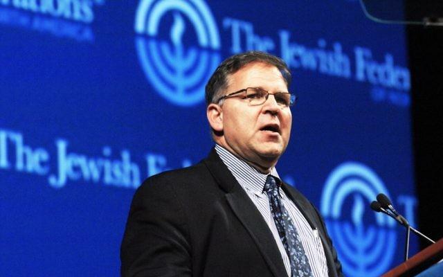 Jerry Silverman, directeur exécutif des Fédérations juives d'Amérique du Nord, à l'Assemblée générale de 2012. (Crédit : JFNA/JTA)