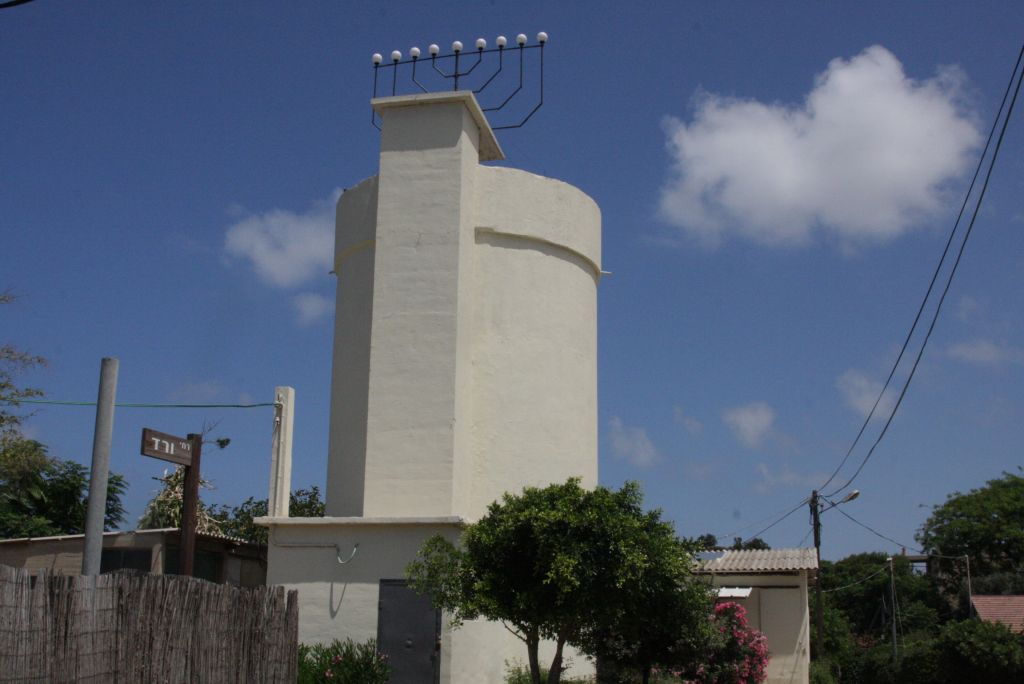 The water tower at Moshav Shavei Zion, constructed overnight in 1939 (photo credit: Shmuel Bar-Am)