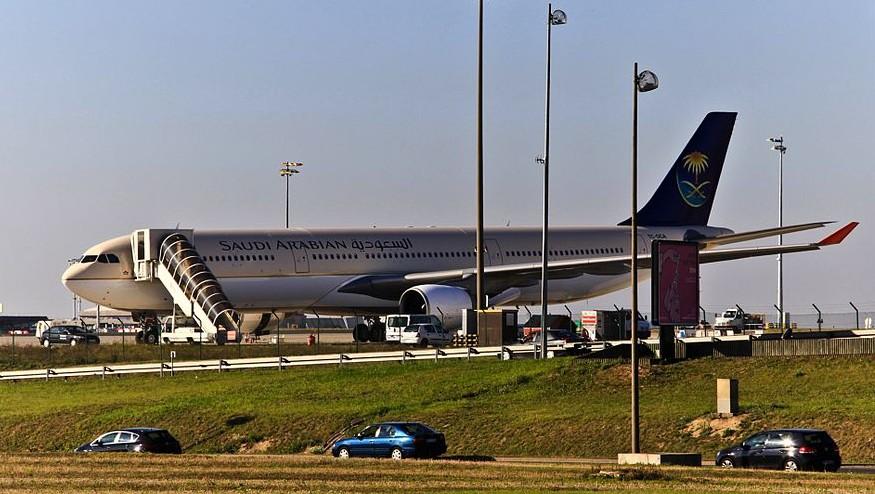 Un avion de Saudi Arabian Airlines à Paris en 2011 (Crédit : CC BY Wikipedia
