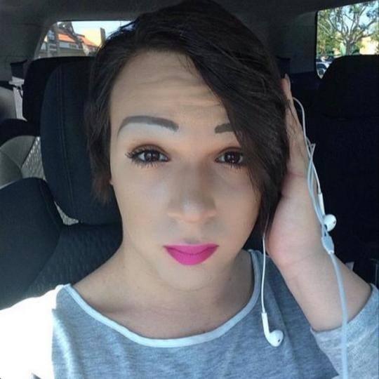 Une star populaire sur YouTube,  l'adolescent transgenre Taylor Alesana, 16 ans, s'est suicidé le 2 avril 2015 (Crédit : Facebook)