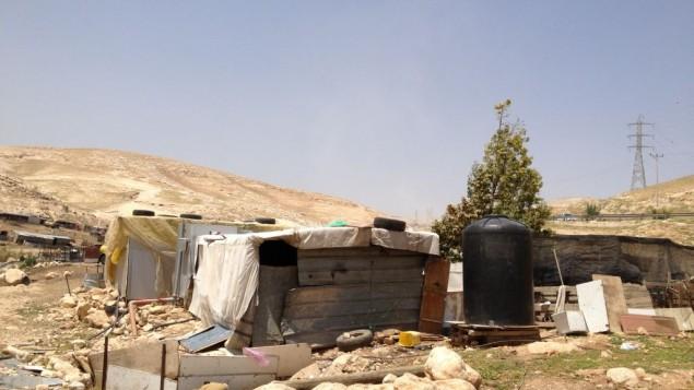 Des structure illégalement construites dans le hameau de Arareh, à l'est de Jérusalem, le 29 avril 2015 (Crédit : Elhanan Miller / Times of Israël)