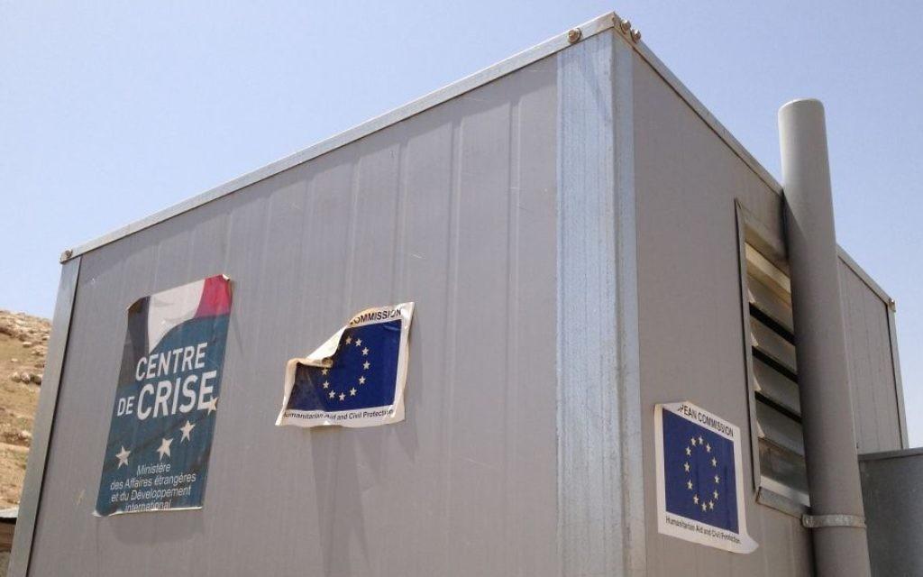 Une dépendance financée par l'UE à Arareh, à l'est de Jérusalem, le 29 avril 2015 (Crédit : Elhanan Miller / Times of Israël)