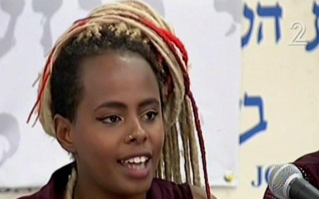 Inbar Bugale évoque les revendications attendues par le mouvement pour améliorer la qualité de vie de sa communauté, Tel-Aviv, le 10 mai 2015. (Crédit : capture d'écran: Channel 2)