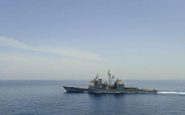 Un navire américain dans le golfe d'Aden (Crédit : Kristopher Wilson/US Navy/Wikimedia Commons/File)