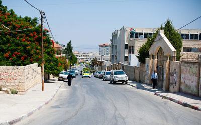 Une rue de Jénine (Crédit : Almonroth, Wikipedia)