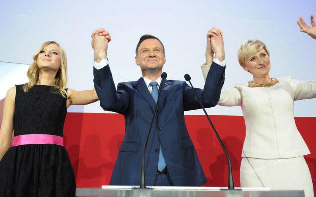 Andrzej Duda célébrant sa victoire à l'élection présidentielle polonaise (Photo extraite de sa page Facebook)