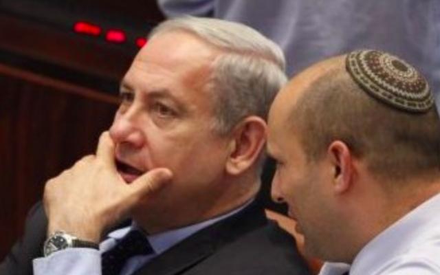 Benjamin Netanyahu et Naftali Bennett à la Knesset, le 29 juillet 2013 (Crédit : Flash90)