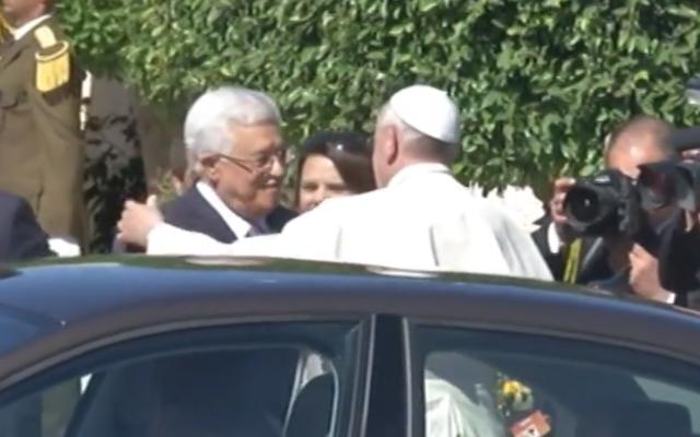 Capture d'écran Mahmoud Abbas et le pape François 1er à Ramallah - mai 2014 (Crédit : capture d'écran YouTube)