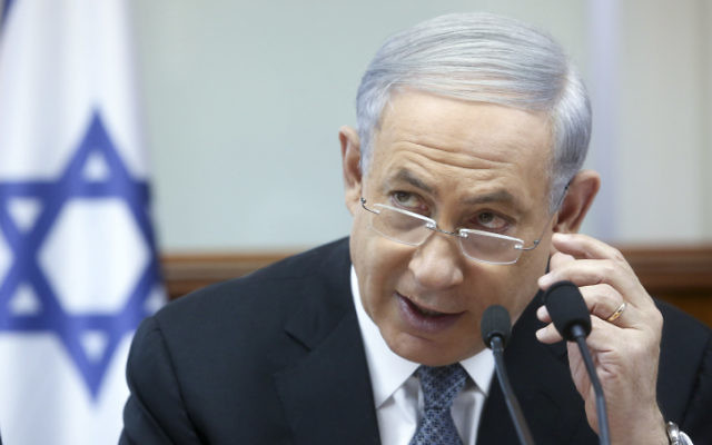 Le Premier ministre Benjamin Netanyahu dirige la réunion hebdomadaire du cabinet au bureau du Premier ministre à Jérusalem le 10 mai 2015 (Crédit : Marc Israël Sellem / Flash90, Pool)