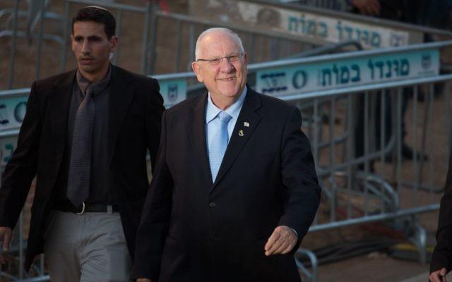 Reuven Rivlin à la cérémonie à Ammunition Hill, le jour du 48e Yom Yeroushalayim, le 17 mai 2015 (crédit : Yonatan SIndel/Flash90)